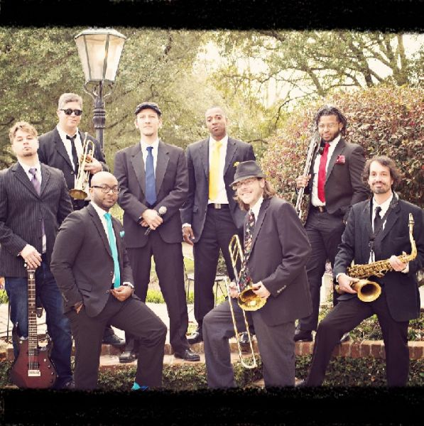 Papa C & The Slammin' Horns : New Orleans Mardi Gras Bands