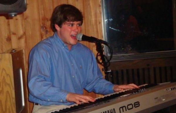 Blanton Callen - piano : College Piano Man