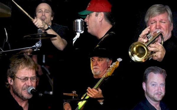 Deja Blue : College Variety  Band