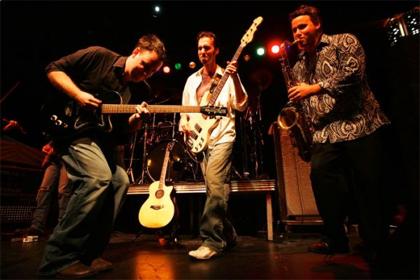 Dave Matthews Tribute Band : High School Party Band