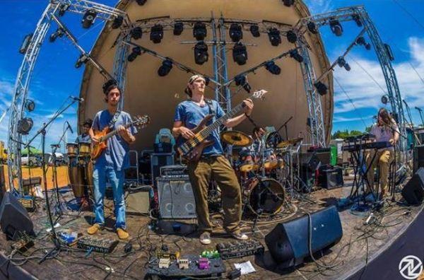 Little Raine Band : College Band